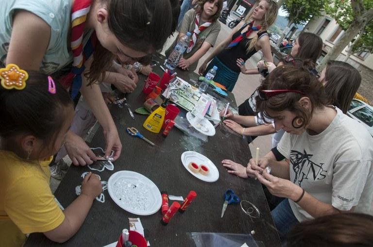 Prop d'un centenar d'infants i joves donen noves vides als residus a la primera Festa del Medi Ambient de Solsona
