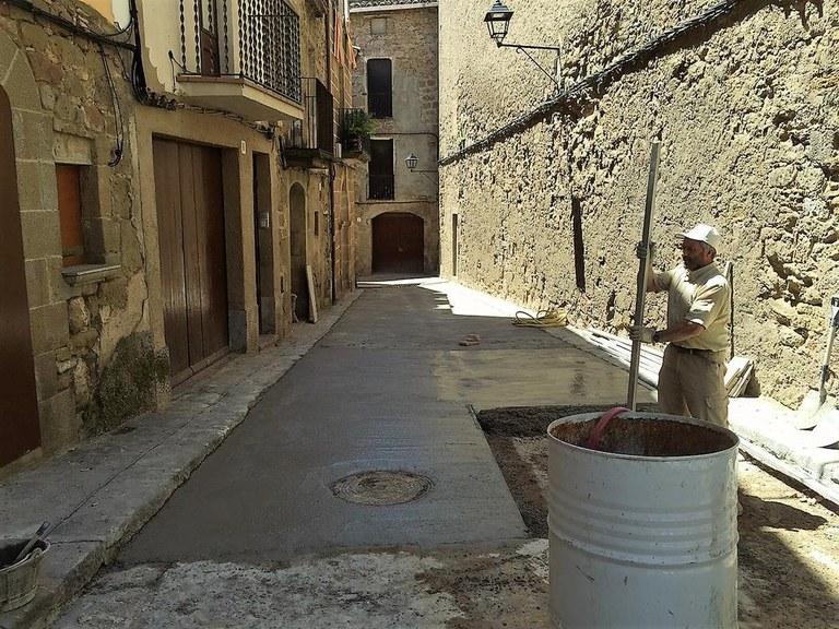 Solsona arranja la travessia de Sant Isidre, un dels vials del nucli antic en més mal estat