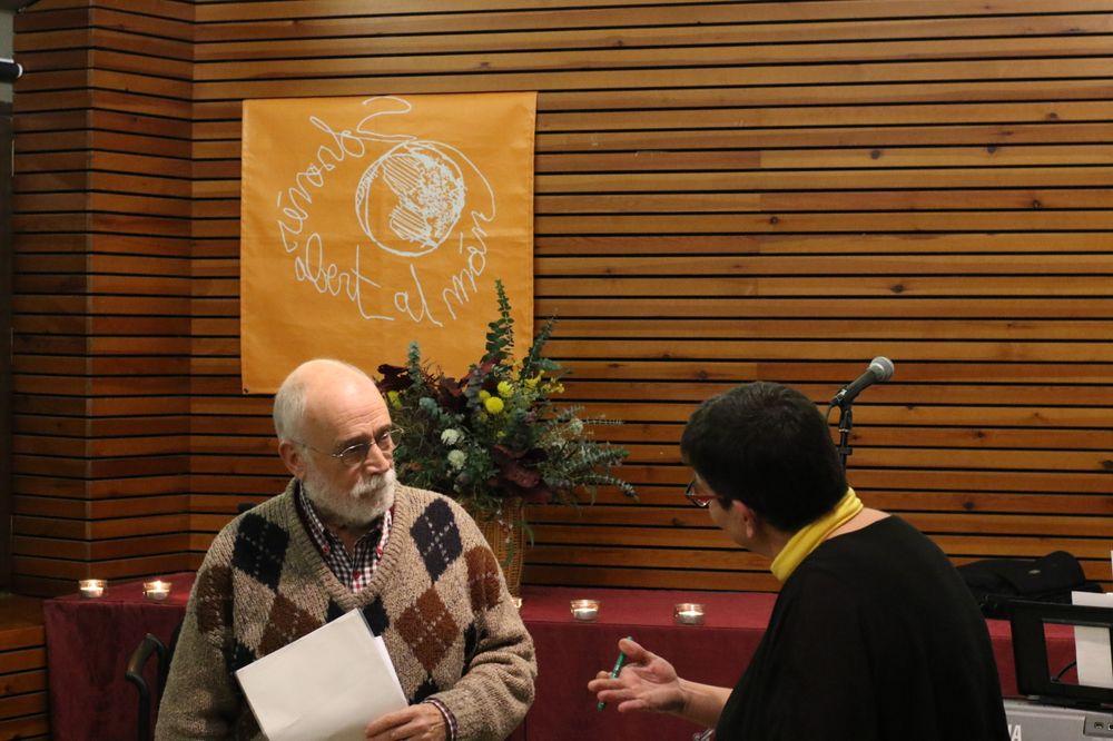 El Solsonès Obert al Món (SOM) homenatja Arcadi Oliveres amb la venda del seu darrer llibre