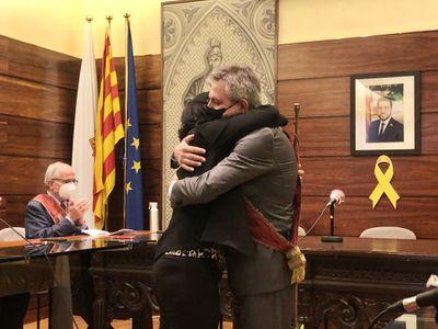 """""""Em sento orgullosa de ser la primera alcaldessa de Solsona, però no vull escudar-me en el gènere"""", diu Judit Gisbert després de rebre la vara"""