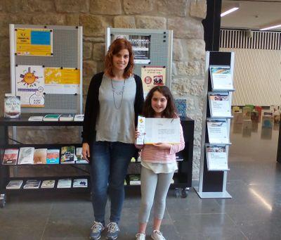 Andrea Fernández dissenya el punt de llibre del tercer aniversari de la Biblioteca Carles Morató