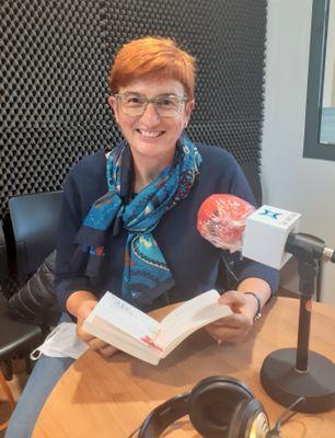 """La mestra Roser Fons és una de les locutores de """"Contes per la ràdio"""""""