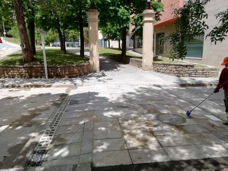 Construeixen un nou pas elevat al passeig de Solsona per facilitar l'accés al Casal Cívic i la Sala Polivalent