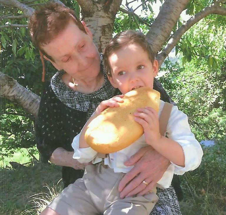 El Consell de la Gent Gran de Solsona fa una crida per recopilar fotografies de besavis amb besnets