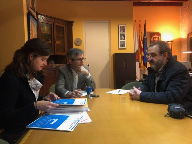 El psicòleg i escriptor Joan Riart dona una cinquantena de publicacions a la Biblioteca Carles Morató de Solsona