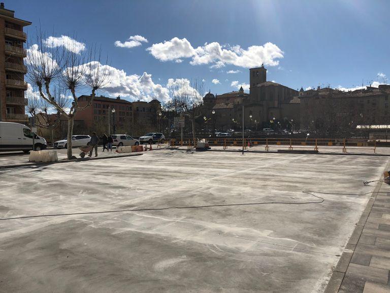 Es reobre la remodelada plaça de l'edifici Àries de Solsona com a nova zona blava