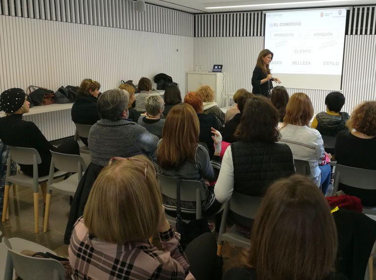 Èxit de participació als tallers d''El cafè del comerç' de Solsona i Cardona amb Montse Guals