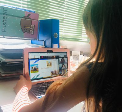 Guixés Fibra facilita la connexió a una desena d'alumnes vulnerables de Solsona perquè puguin acabar el curs