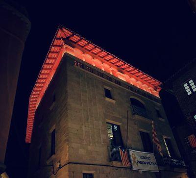 L'Ajuntament de Solsona es vesteix de vermell dilluns per homenatjar els donants de sang