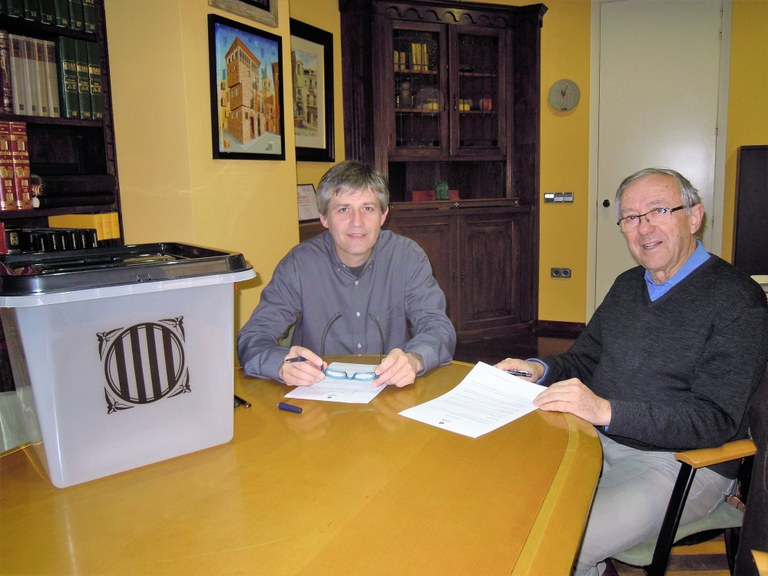 L'Ajuntament solsoní diposita una urna de l'1-O al Museu Diocesà i Comarcal