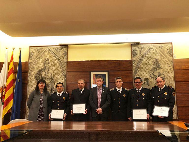 L'Ajuntament solsoní distingeix els quatre primers agents de la Policia Local en el trentè aniversari del cos
