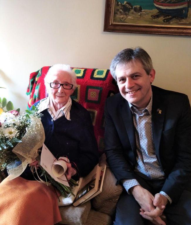 L'alcalde de Solsona visita Maria Mas, la veïna més longeva amb 101 anys