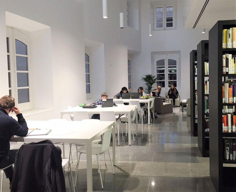 La Biblioteca Carles Morató de Solsona amplia els horaris d'estudi per als exàmens de desembre i gener