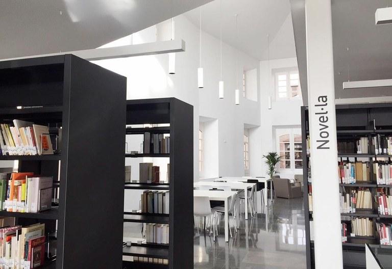 La Biblioteca Carles Morató ofereix una activitat de lectura en veu alta per a gent gran