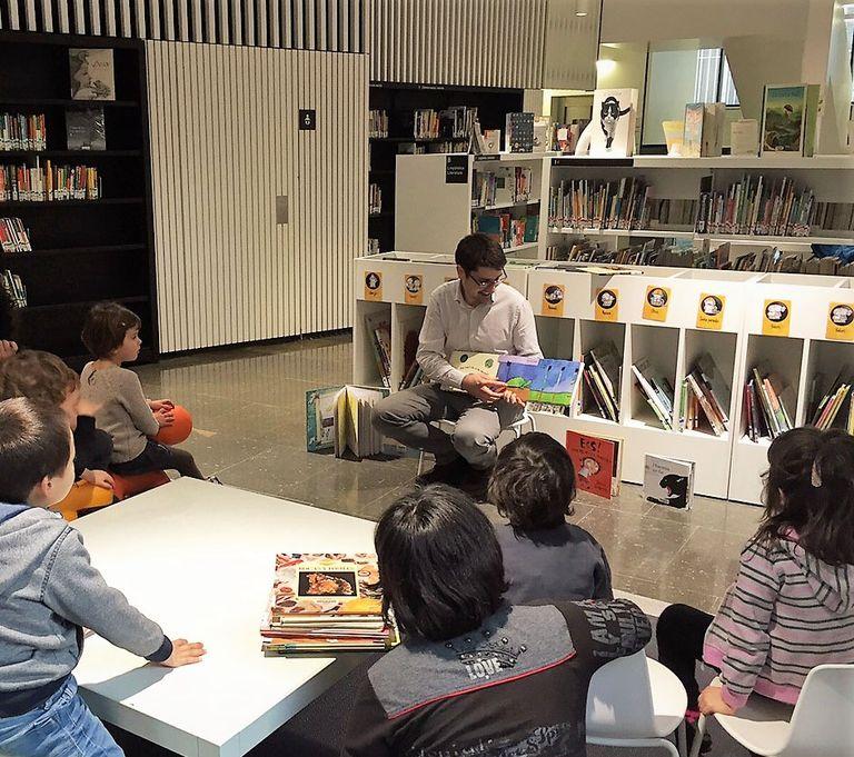 La biblioteca solsonina adaptarà amb mobiliari nou les zones infantil i de premsa diària