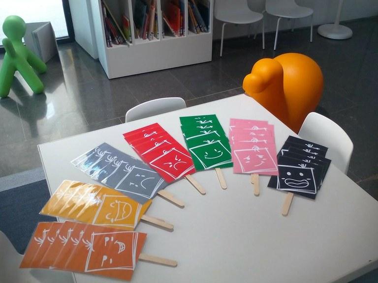 La biblioteca solsonina proposa treballar els sentiments i les emocions a través d'una exposició i un taller
