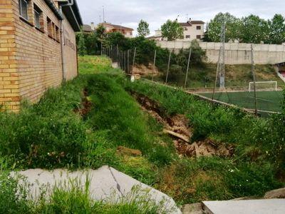 La cessió d'un mur de l'Institut de Solsona condiciona la represa de l'activitat al centre i al camp de futbol