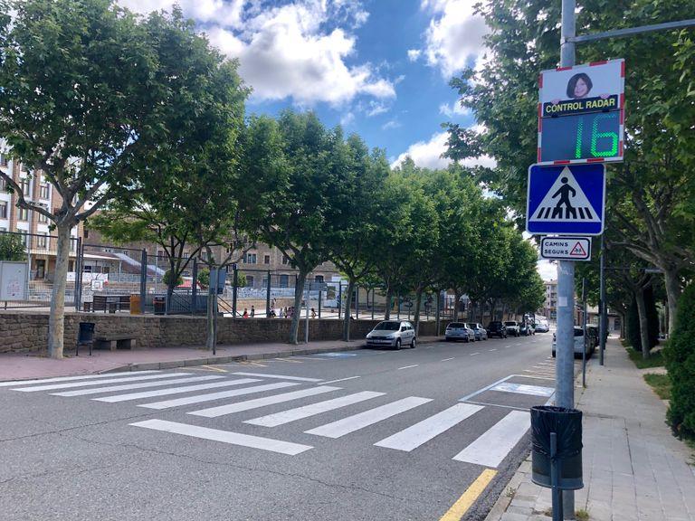 La Policia Local de Solsona fa disminuir la velocitat del trànsit en punts estratègics amb un radar pedagògic mòbil