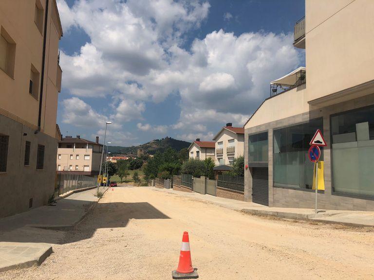 Les obres de pavimentació del carrer d'Ensija i la travessia del Bisbe Lasala s'allarguen uns dies
