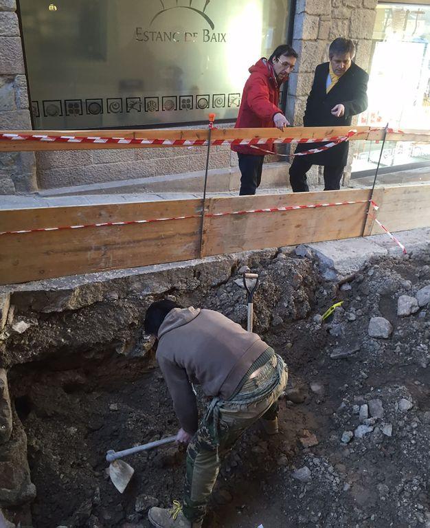 Les obres del carrer de Sant Miquel posen al descobert la muralla primigènia de Solsona