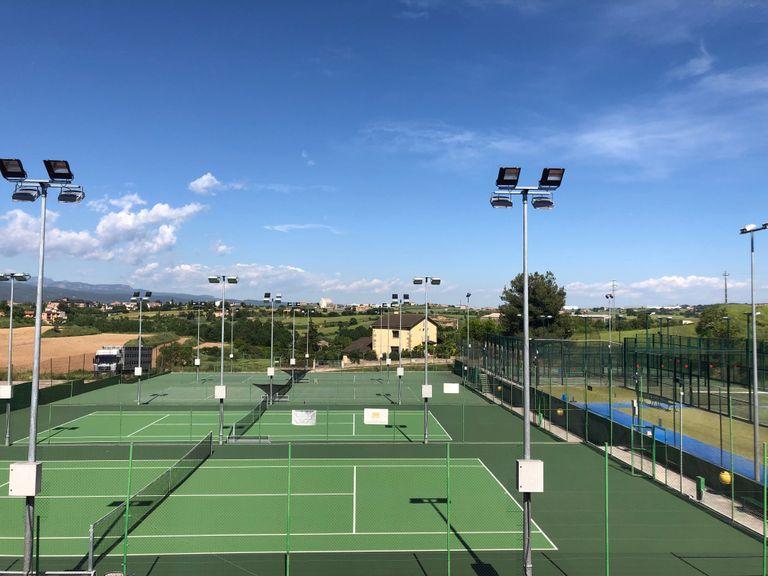 Les pistes de tennis, les úniques instal·lacions esportives a l'aire lliure que obre l'Ajuntament de Solsona