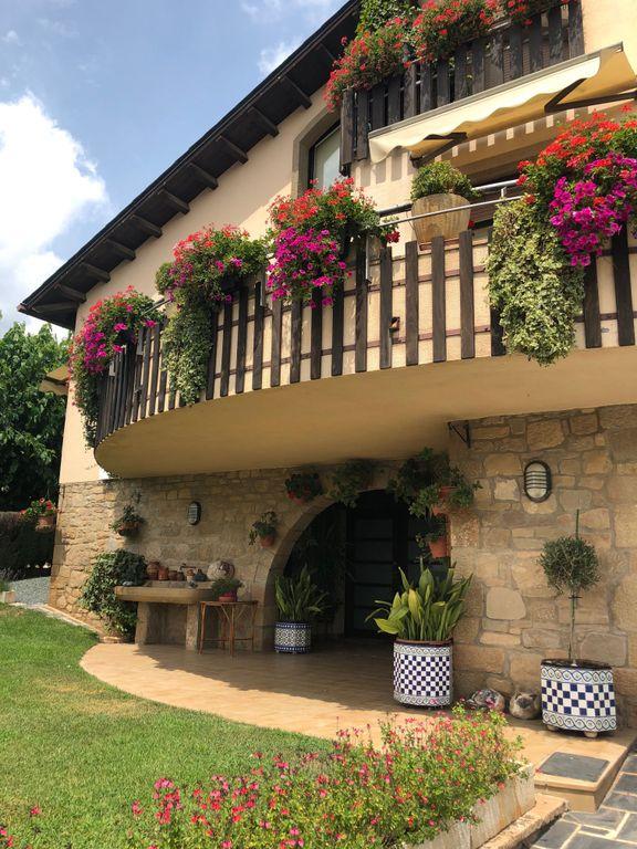 S'obren les inscripcions al Concurs de flors als balcons de Solsona