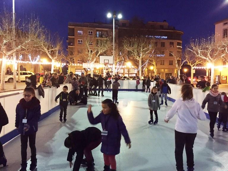 Solsona estudiarà ampliar l'oferta de la pista de patinatge sobre gel sintètic en la propera edició