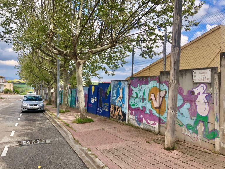 Solsona fa una crida a les entitats per embellir el mur del camp de futbol del carrer de Salvador Espriu