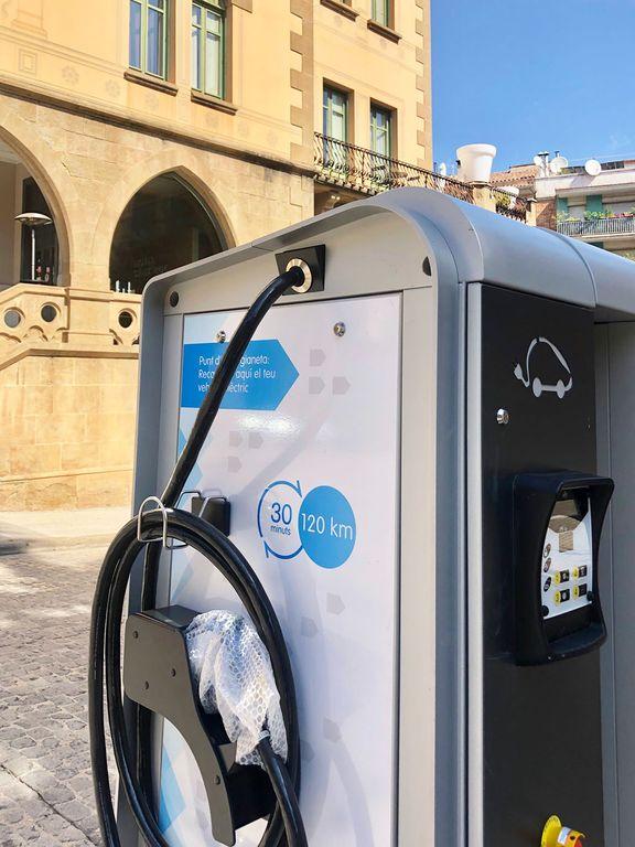 Solsona instal·la dos nous punts de recàrrega per a vehicles elèctrics