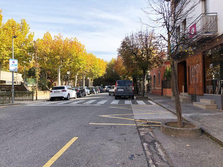 Solsona millora la seguretat dels vianants a la plaça del Camp amb un pas elevat i l'ampliació d'un tram de vorera