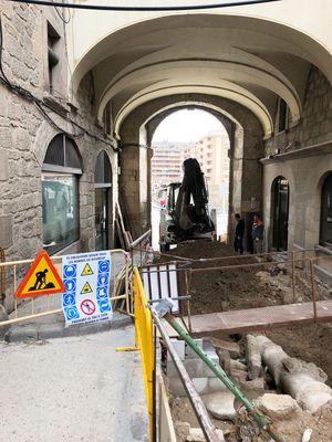 Tall total del tram inferior del carrer de Sant Miquel per les obres de connexió dels serveis