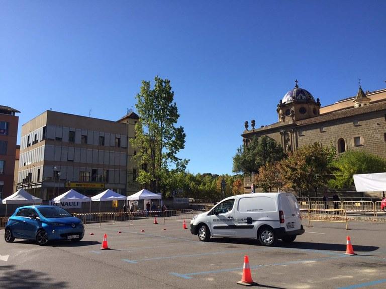 Una cinquantena de ciutadans del Solsonès es familiaritzen amb el vehicle elèctric durant la Setmana de la Mobilitat Sostenible i Segura