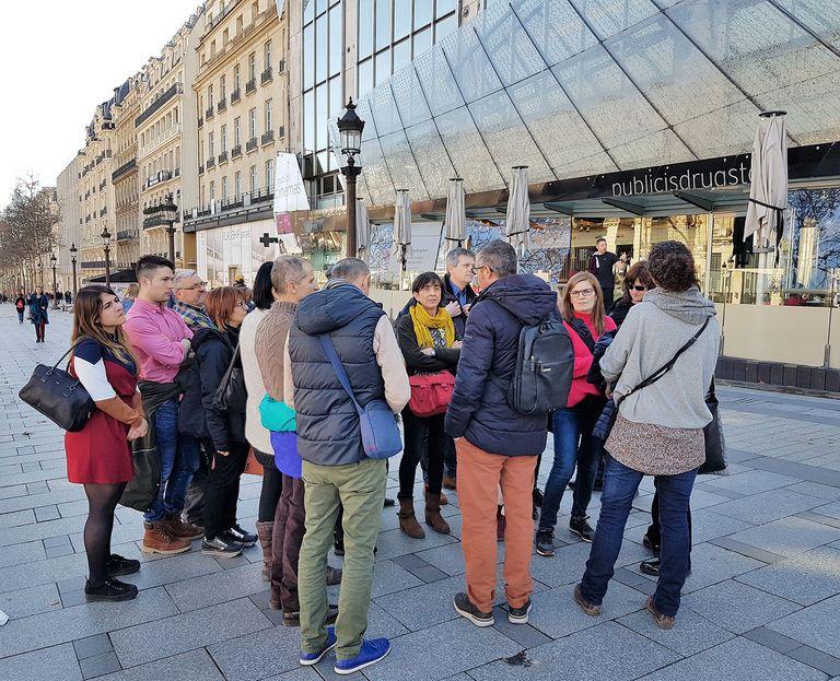 Una quinzena de botiguers de Solsona i Cardona aprenen noves tècniques comercials a París