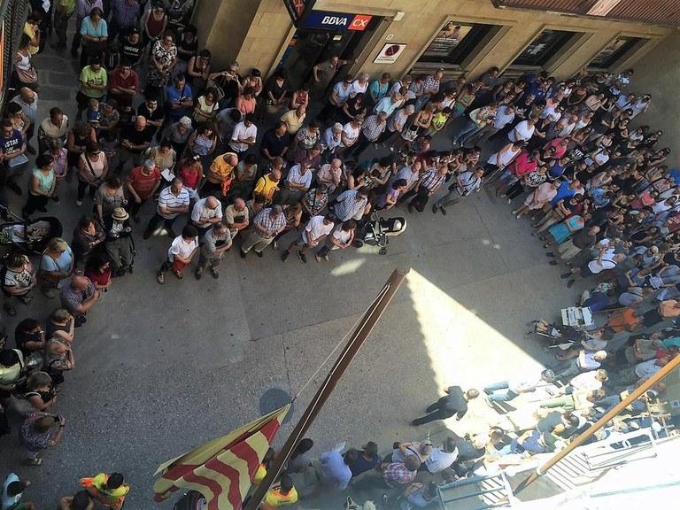 Unes 400 persones expressen a Solsona el seu rebuig enèrgic al terrorisme